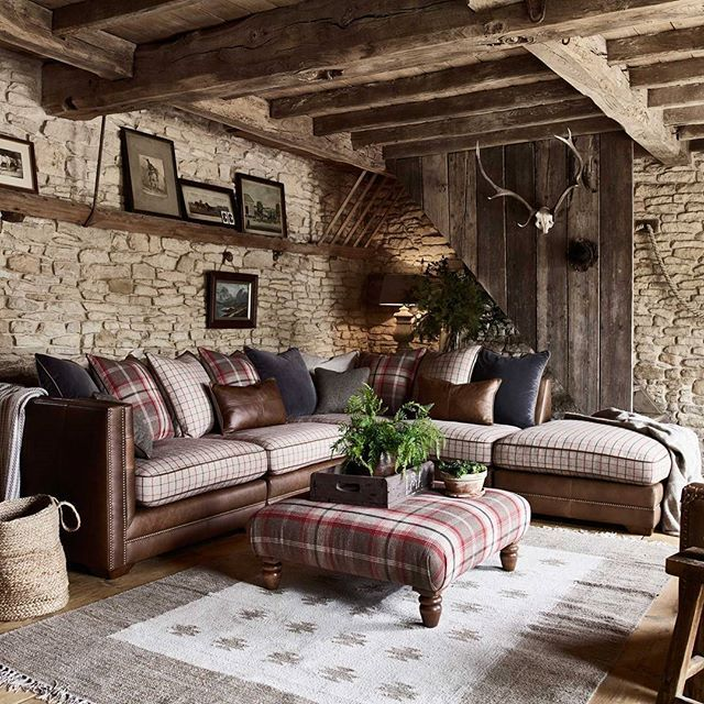 Enjoy a classic country look with the Hemsley sofa range, a perfect blend of vintage leather, heritage-inspired checks and British wools.