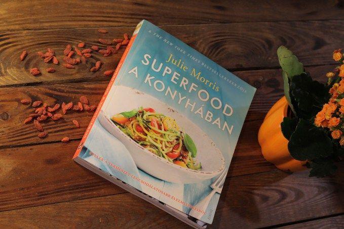 Századunkban az egészséges étkezés kulcsszerepet tölt be, tucat számra jelennek meg az ezzel foglalkozó könyvek és cikkek. De nem volt ez mindig így! Hiszen Julie Morris, az írónő elmeséli nekünk az előszóban, hogy 2008-ban, amikor elkezdte a könyve írását, nagyon kevesen foglalkoztak a szuperélelmiszerek témájával. Kiadóról kiadóra járt, de senki ...