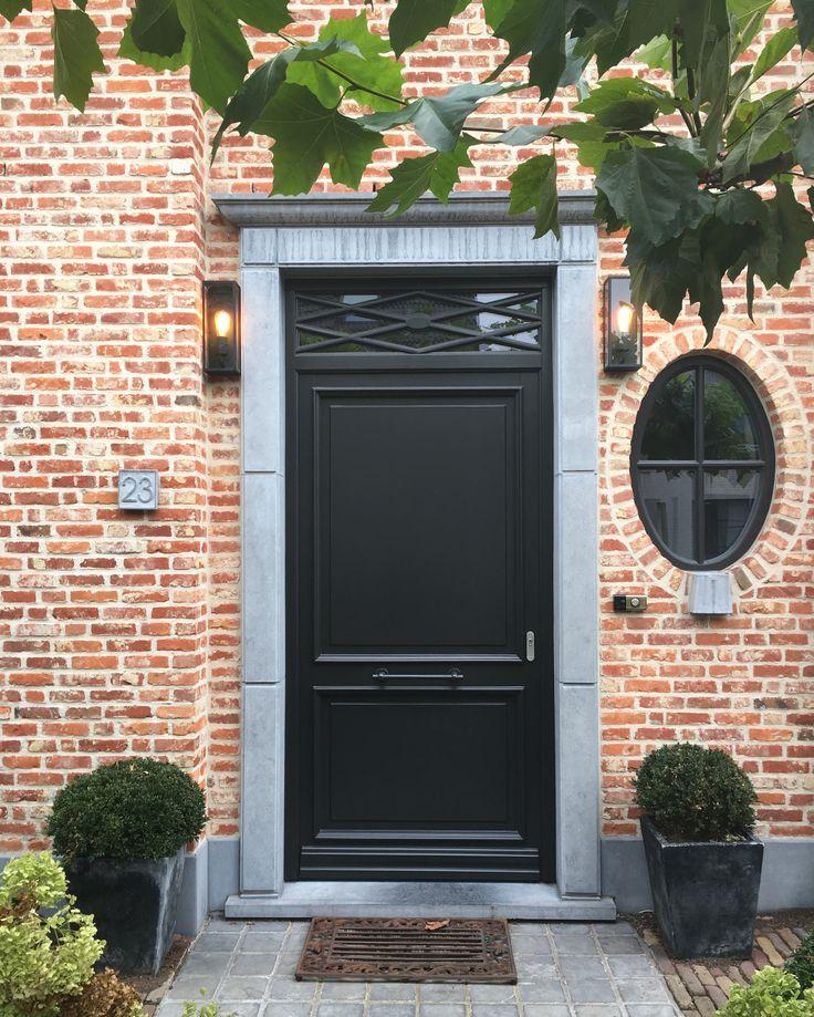 Als je een huis hebt gekocht, herken je dit: de voordeur is helemaal niet jouw smaak. In tegenstelling tot wat..