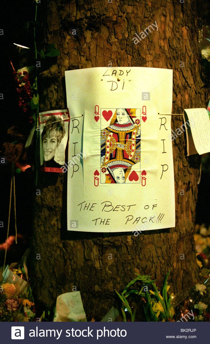 Death of Princess Diana. Flowers and tributes on the Mall near St ...
