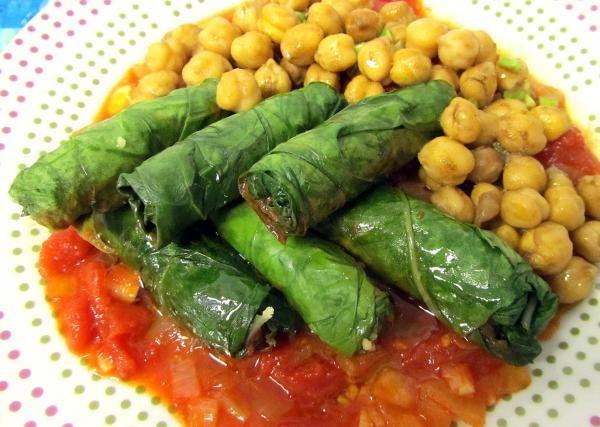 Aprende a preparar rollitos de acelga vegetariano con esta rica y fácil receta.  Aprende cómo hacer unos deliciosos rollitos vegetarianos hechos a partir de hojas de...