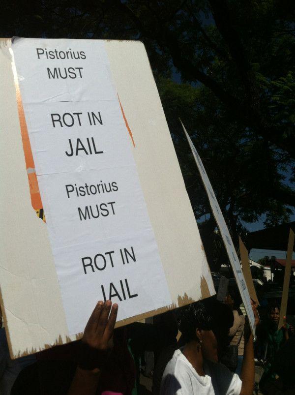 Female protesters outside Pretoria magistrates court #Pistorius