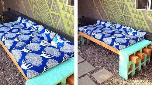 Las ideas de muebles con materiales reciclados son infinitas, hoy queremos enseñarles como hacer un banco de jardín con ladrillos huecos. Este es muy sencillo.