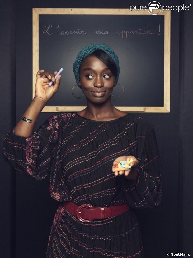 Pour lopération de Montblanc et sa ligne dinstruments décriture, maroquinerie et bijoux en argent, en hommage à lUNICEF vendus durant toute lannée afin de collecter des fonds pour la lutte contre lillettrisme, les comédiens sengagent. Dans cette photo : Aïssa Maïga