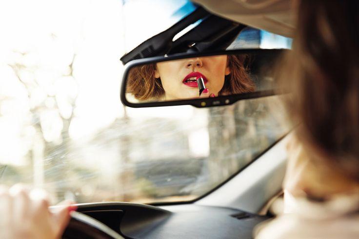 여자에게 때로 자동차는 집보다 편안한 사적인 공간이자 휴식처다.   Lexus i-Magazine Ver.4 앱 다운로드 ▶ www.lexus.co.kr/magazine  #Lexus #Magazine #ES300h #ES #Style