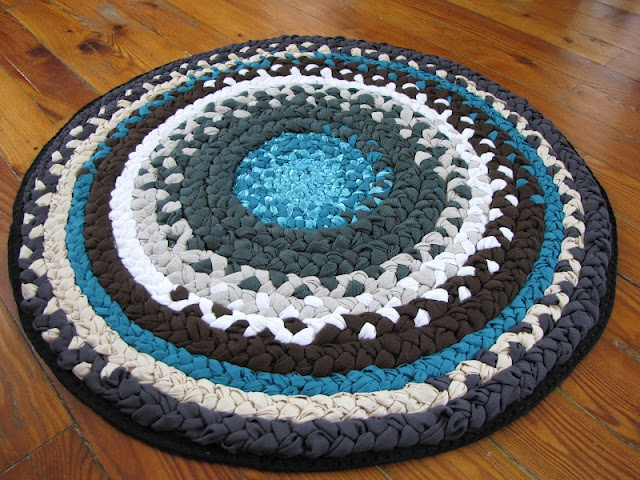 braided rug tutorial... this is on my bucket list, and i really need a new cheery rug for the sewing room that pins won't get lost in