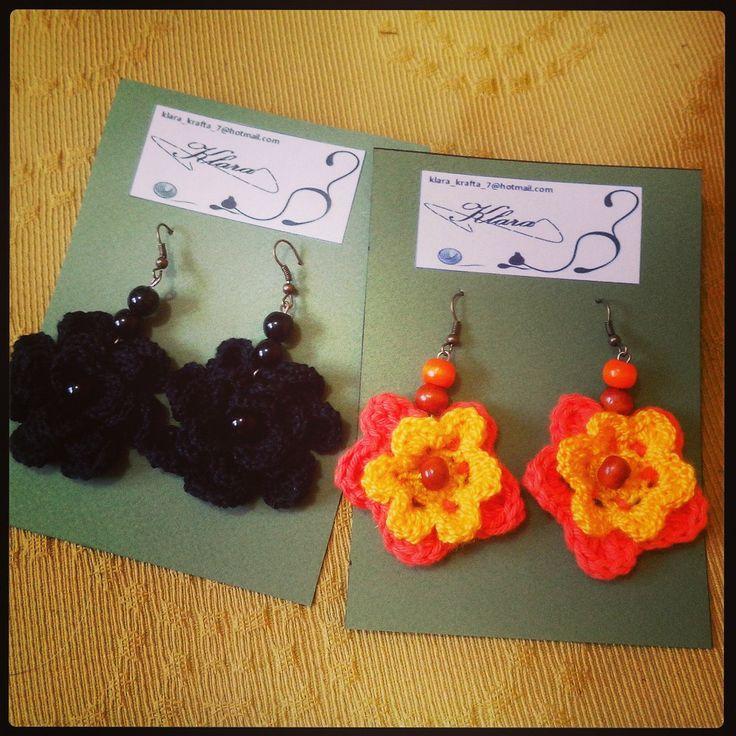 lindos aritos tejidos a crochet en forma de flor de distintos colores y apliques