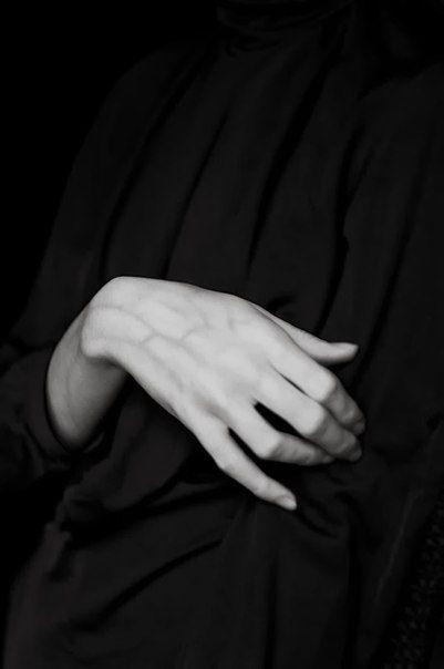 руки                                                                                                                                                                                 More