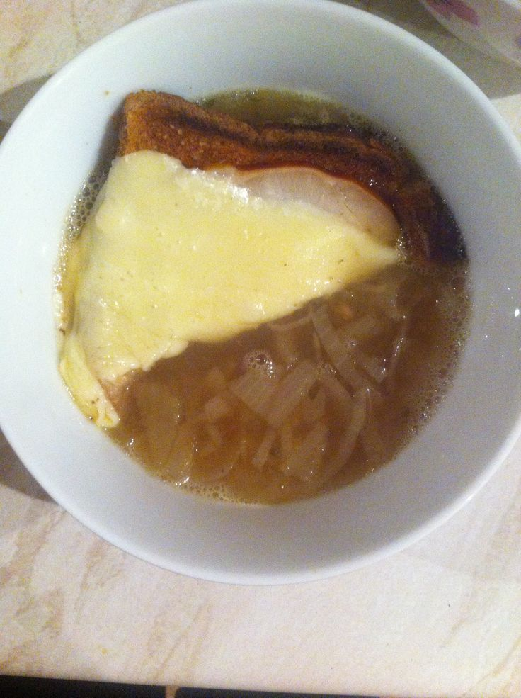 Slimming World: French Onion Soup: Fry 6 onions and 1 clove garlic very gently for half hour. Add herbs, 2 tbsp balsamic vinegar, 900ml veg stock.  Bring to boil then simmer for 15 mins.  Half slice wholemeal bread lightly toasted with slice smoked turkey and cheese melted on top.  Serves 4, 3 syns per serving. (Use bread/cheese as HE to save syns.)