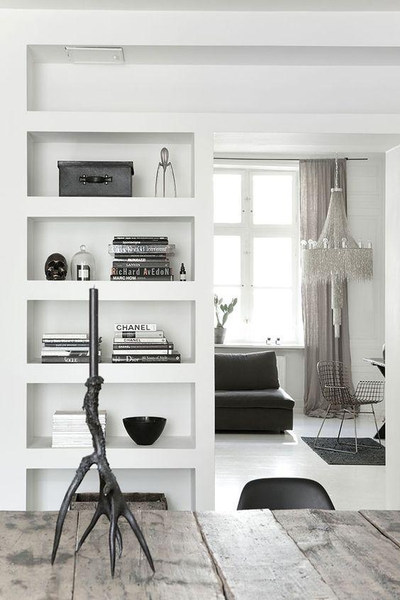 Stoere kast / kamer-en-suite verdeling.