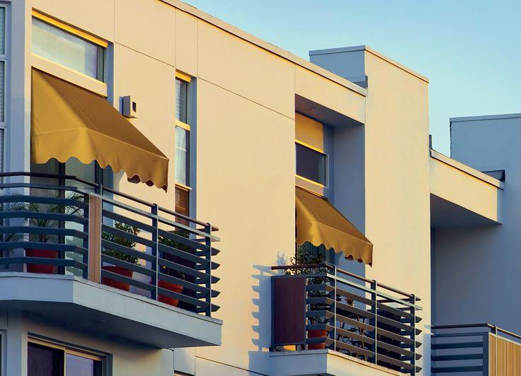 """Tende da sole C2, eleganti cappottine particolarmente adatte per proteggere in modo permanente porte, finestre e vetrine commerciali (http://arquati.it/tende-da-sole/c2/). C2 - Flat profile """"fixed"""" canopy with aluminium accessories (http://arquati.it/tende-da-sole/c2/)."""
