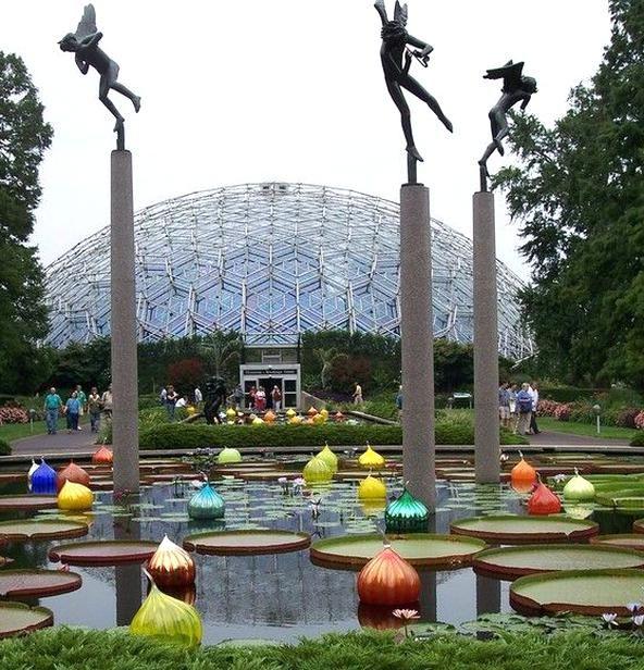 a3fa8ccb249ef4e954699c7729e2f66e - Dale Chihuly St Louis Botanical Gardens