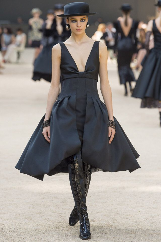 Chanel  #VogueRussia #couture #fallwinter2017 #Chanel #VogueCollections