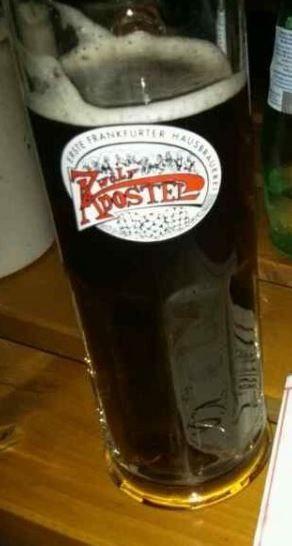 Cerveja Zwölf Apostel Dunkel, estilo Schwarzbier, produzida por 12 Aposteln, Alemanha. 5.7% ABV de álcool.