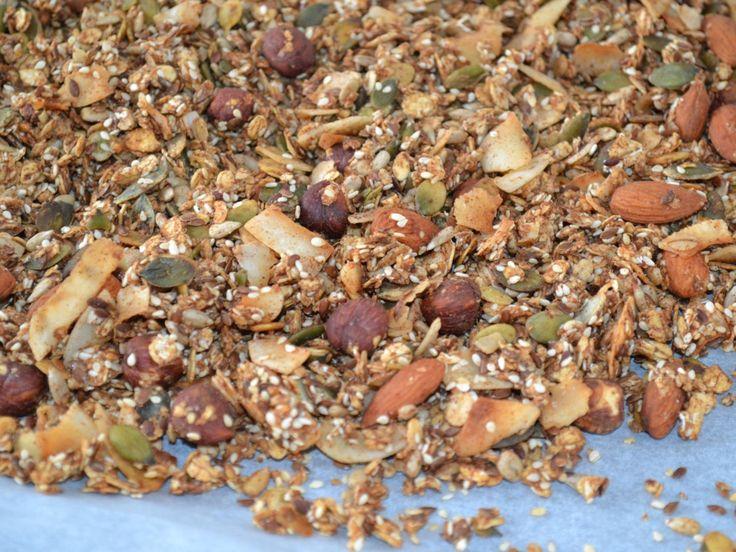 Verdens bedste müsli som selvfølgelig er uden sukker og andet bras. Den er crunchy som en granola og den er fyldt med sunde ingredienser.