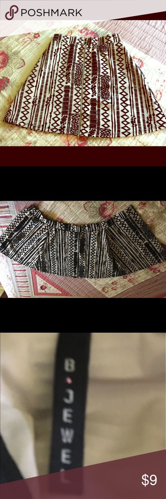 B Jewel Aztec Print Skirt.⭐️⭐️ B Jewel Aztec Print Skirt. Beige and black - zipper completely opens. See pic #2. Very good pre-owned condition. Black detail feels like felt, very soft. B Jewel Skirts Circle & Skater