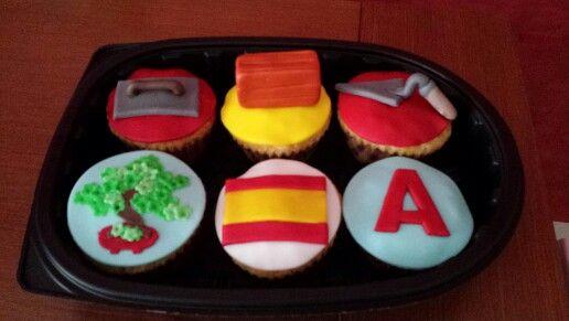 Cupcakes personalizadas con su trabajo y aficiones!
