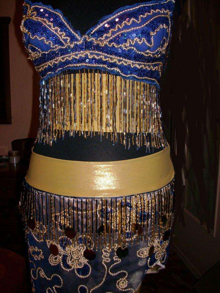 La celebrazione del corpo femminile è la passione di Marabby Atelier Design. Ecco perchè siamo specializzati nella realizzazione di costumi per la danza del ventre.