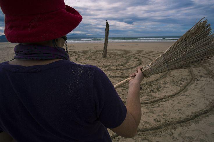 Josua de Vries photo of Terry de Vries's Goddess Labyrinth on Lookout Beach, Plett. 15 Aug. #LandArtBiennale #Plett #Site_Specific