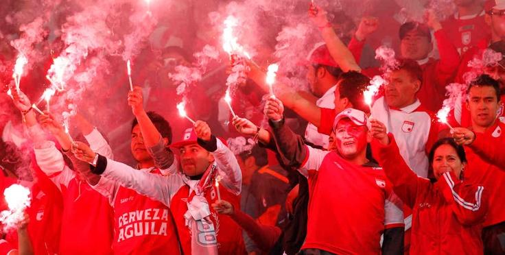 Jugadores e hinchas celebraron el logro de la séptima estrella para Independiente Santa Fe. Foto de Héctor Fabio Zamora
