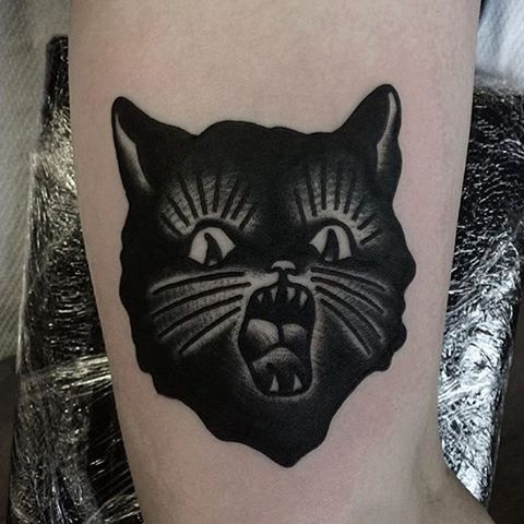 frightened traditional black cat tattoo