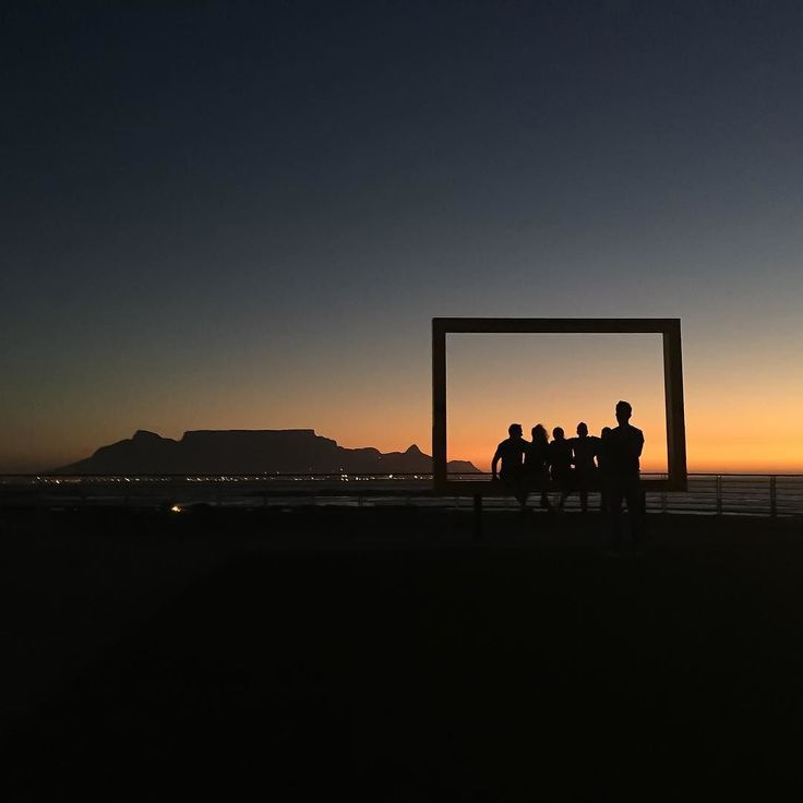 #dearGreatGrandchild - in my day... there were frames all around Cape Town where you could take photographs of yourself with the iconic @tablemountainca in the background... I think this must be one of the most popular framed photos in the world.  I love the mystery behind a silhouette - this is the project I will be doing for a year and because it's a leap year I get to call it:  #ggpops366silhouettes #HPSAtablemountain