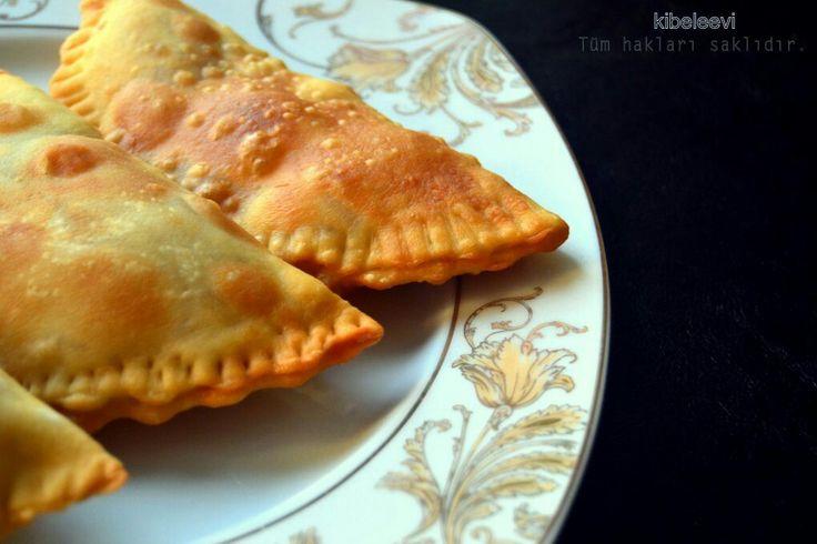 Sadece çibörek tarifi değil tarihin tarihin  sayfalarında bir gezinti şu sunuyorum siz. İt isnt Just a recipe ciborek it is more than.. if want travel at histori of türk welcome...