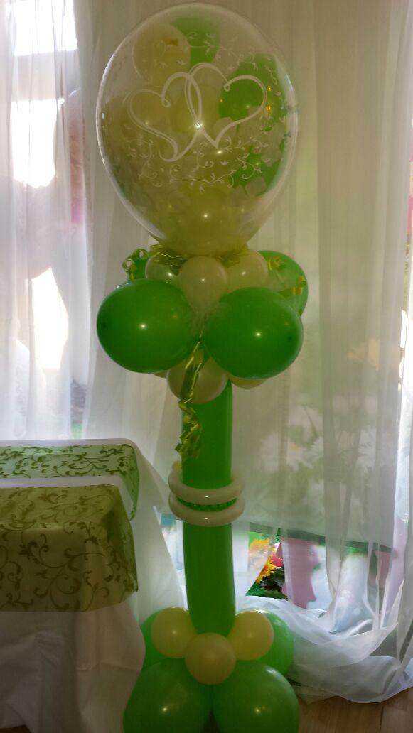 Dekoration für Brautpaar zum Zerstechen des großen Ballons, kleine Ballons steigen in die Luft!