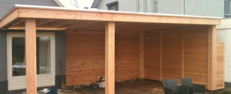 -18- Landelijke klassieke houten veranda terrasoverkapping bouwen aan huis met plat dak en lichtkoepel van lariks douglas of eikenhout. bouwpakket zelfbouw.
