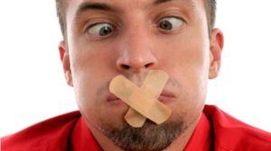 ¿Tu marido sufre mal aliento y no sabes cómo decirle? ¡Dile de este remedio y bastarán 2 minutos para eliminarlo!