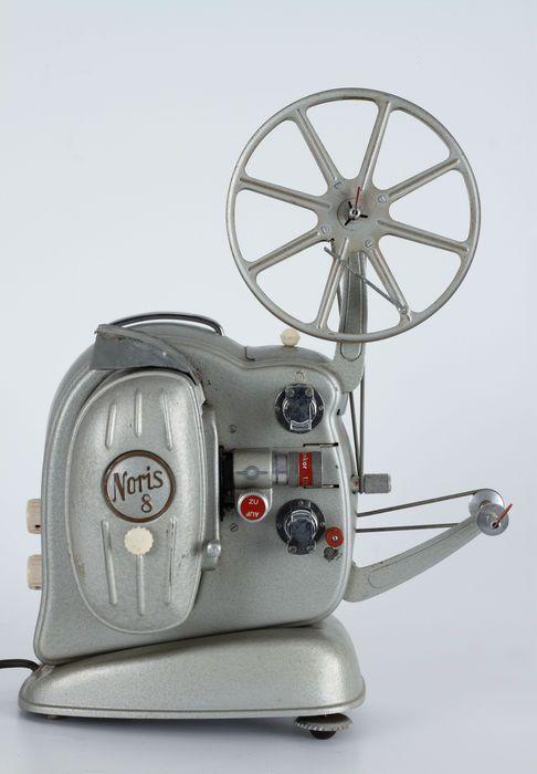 'NORIS 8' 8mm Film Projector. Mooie 60 jaar oude decoratieve filmprojector.