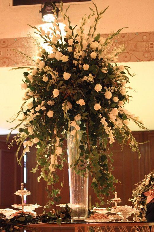 En esta #Boda se usaron 4 modelos de centro de mesa diferentes pero que continuaban con la pauta del evento ¡Muy veraniego y elegantes! #Bakú #Wedding #WeddingPlanner