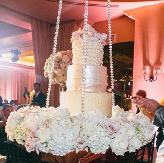 suspended wedding cake designs 15 best suspended cakes images on suspended 20664
