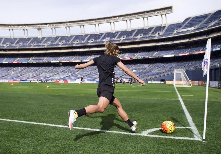 Tobin Heath || USWNT training at Qualcomm Stadium in San Diego, CA (01.22.2016)