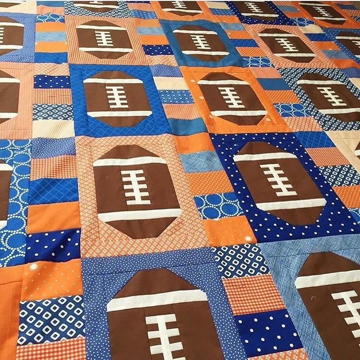This quilt by @tracysbitsnpieces almost makes me excited for football season…