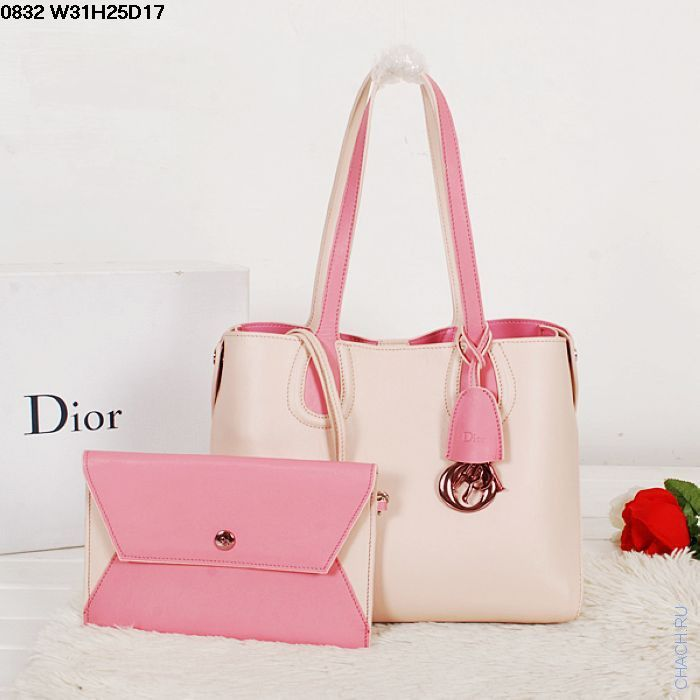 Женская сумка Christian Dior кожаная кремового цвета, с вкладным клатчем на ремешке