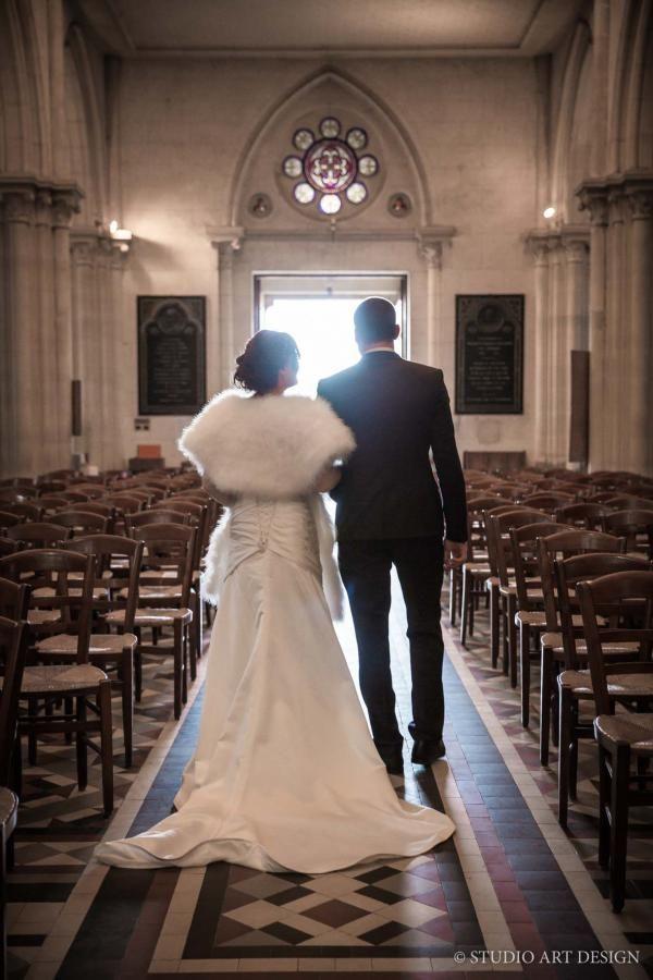 Photo de mariage à la sortie de l'église by StudioArtDesign. #wedding #church