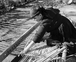 Πλέξιμο καλαμιών στην Καρδιτσομαγούλα 1970