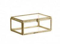 Boîte porte-alliance en métal doré et verre: à décorer avec de la verdure pour un mariage bohéme chic et graphique