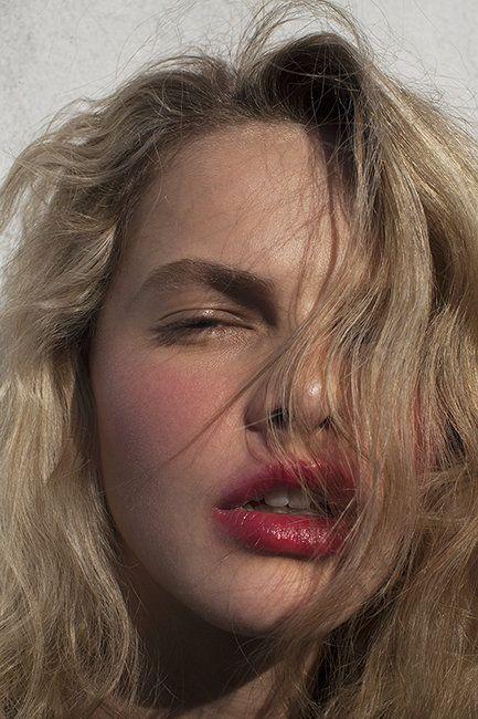 Beauty Close-Up: Charlotte Tilbury K.I.S.S.I.N.G Lipstick | Fashion Magazine | News. Fashion. Beauty. Music. | oystermag.com
