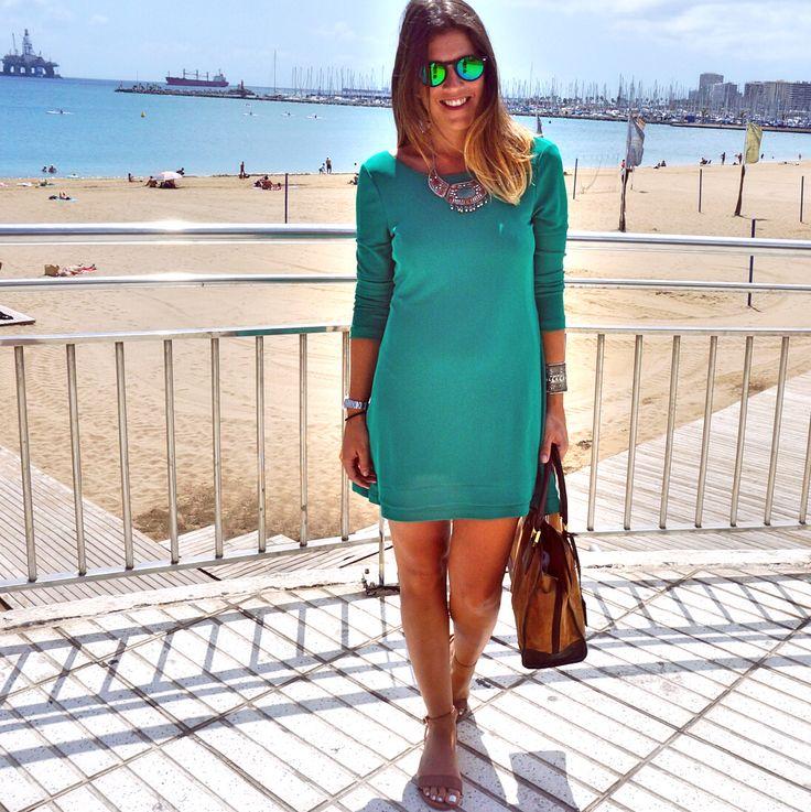 Traje verde; green dress