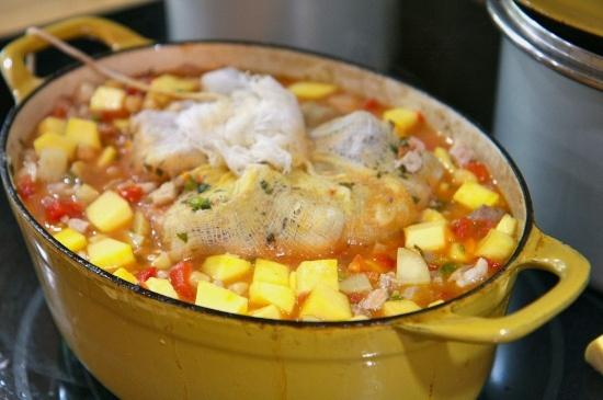 Sopón de Patitas de Cerdo con Garbanzos (Trotters and Garbanzo Bean Stew)