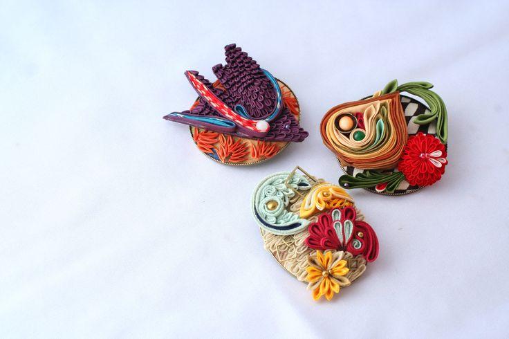 つまみ細工「ブローチ(Brooch)」 This is a Japanese traditional crafts that use the silk, is a hair ornament and Accessories  was designed flowers. ●silkartHIMEKO facebookpage https://ja-jp.facebook.com/himekosilkart  ●silkart HIMEKO URL http://www.himeko-silkart.com/  #tsumami #japan #handmade #art #craft #pretty #cute #hairaccessories #DIY #flowers #silk #kanzashi #brooch