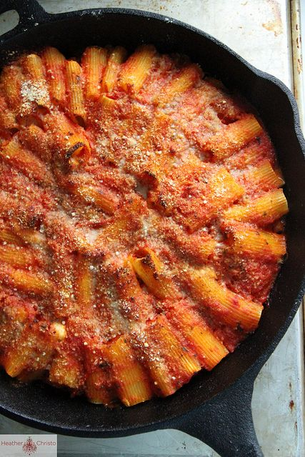 Skillet Baked Stuffed Rigatoni via @Heather Creswell Christo  A cast iron skillet can be your best friend when it comes to feeding your family delicious and satisfying meals. #DinnerDilemma #giveaway #sweepstakes