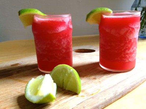 Homemade Watermelon Margaritas This right here looks SUPER refreshing! LOW CALORIE!