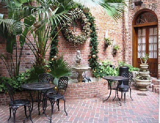 while I want a small courtyard, I have a BLACK thumb so I guess my husband will have to keep it up for me! :)
