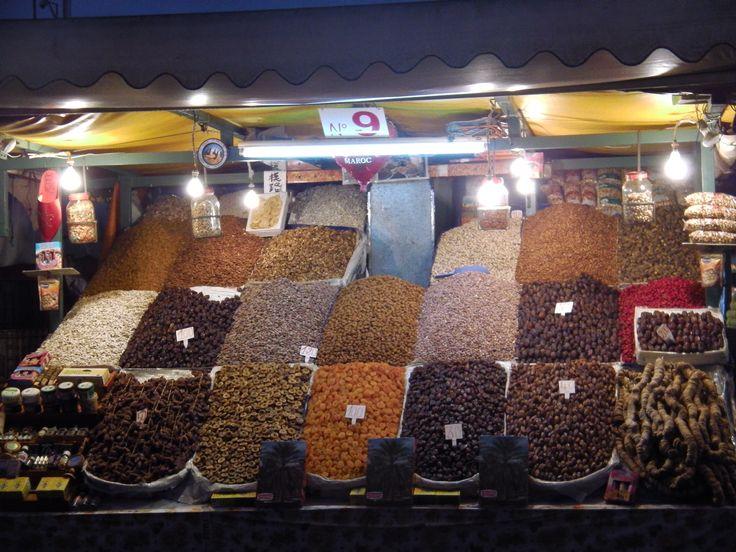 etalage d epices place jemaa el fna a marrakech