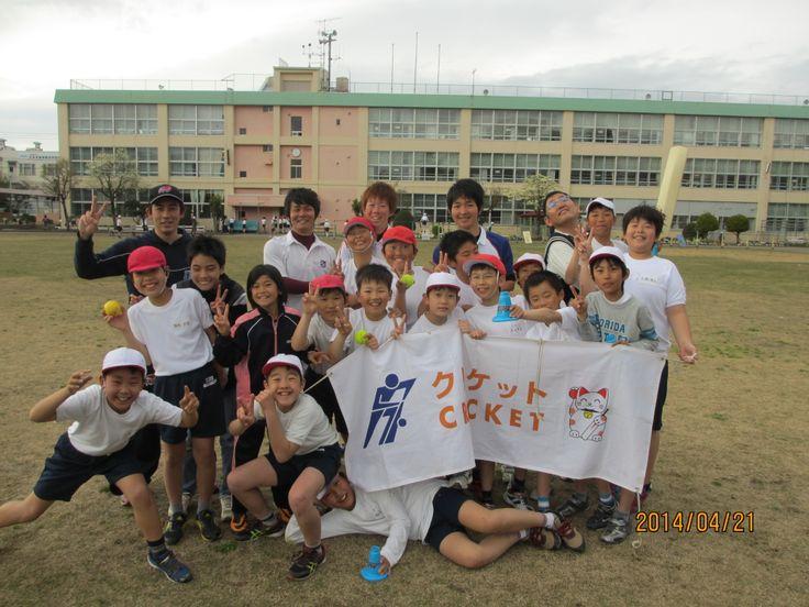 昨年度から正式にスタートした昭島市立拝島第2小での部活クリケット。昨年は10人だった生徒数が今年度は小学4年生から6年生で18人に増えました。次回は来週28日です。