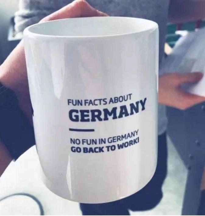 Hier als Tasse. Die beste Bürotasse aller Zeiten. Fun facts about germany from funny //embed.redditmedia.com/widgets/platform.js(via Schöne Texte)