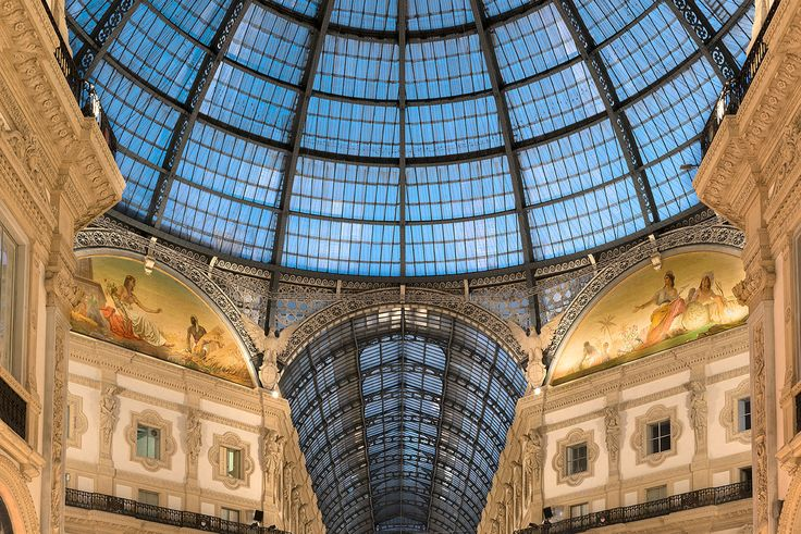 Just a few steps distant from Duomo of Milan. A lighting fascinating project that combines expertise and image using high performance and essential design high perfomance products.  Photo: Maria Teresa Furnari.